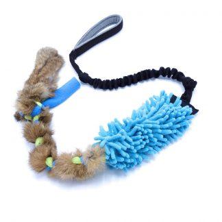 Moppleksak med fläta i kaninpäls blå från K9Design
